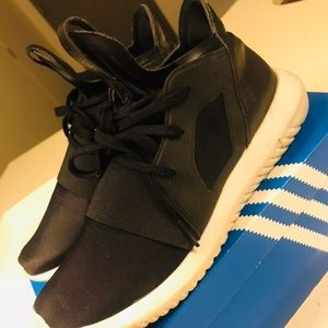 Adidas tubular defiant womens shoes size 6 1/2